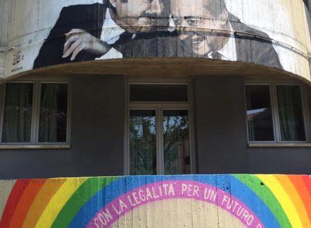 """panchina ARCOBALENO simbolo di Pace ed Amicizia – murales """"la scuola con la legalità per un futuro di libertà"""""""